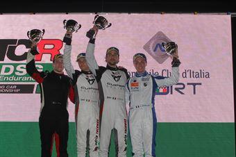 Podio Under: vincitori Altoè Altoè (Scuderia del Girasole,Cupra TCR DSG #63), secondo Segù (Pit Lane Competizioni,Volkswagen Golf GTI TCR DSG #3), terzo Andrea Mabellini (Elite Motorsport, Volkswagen Golf GTI TCR DSG #77), TCR DSG ENDURANCE